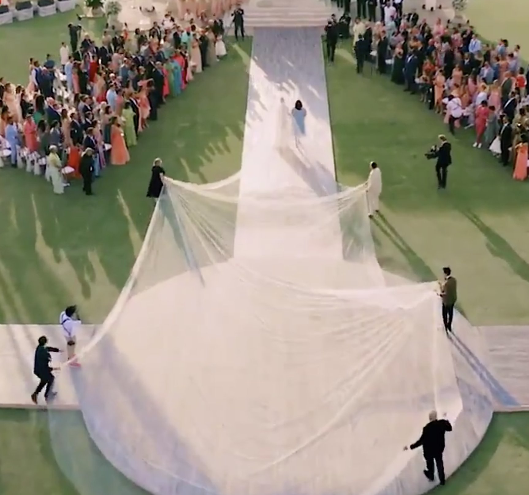 Priyanka Chopra And Her 75 Foot Wedding Veil Break The Internet