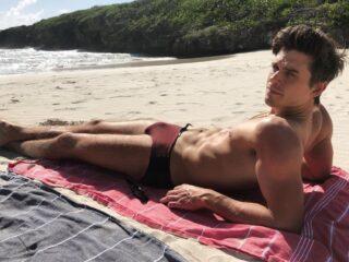 Antoni Porowski beach