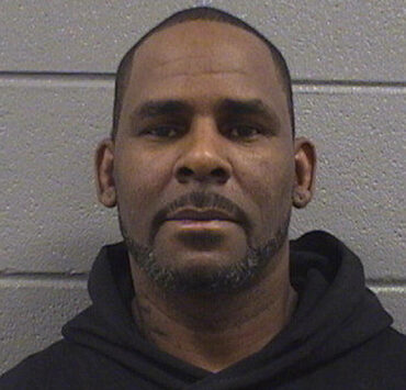 R. Kelly can't afford to post bail after judge sets $1M bond; remains in Chicago jail 5