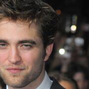 """Robert Pattison Premiere Of Summit Entertainment's """"The Twilight Saga: New Moon"""" - Arrivals"""