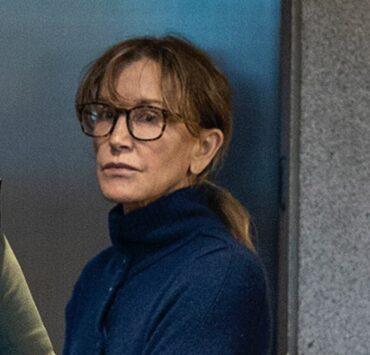 Felicity Huffman TOPSHOT-US-ENTERTAINMENT-FILM-TELEVISION-UNIVERSITY-CORRUPTION
