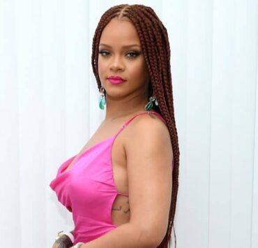 Rihanna Pops Up in New York For Fenty — PHOTOS 3