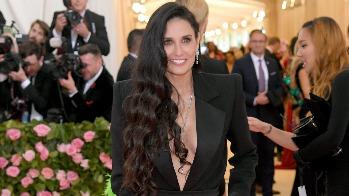 Endnotes: Demi Moore Blamed Herself for Miscarriage of Baby With Ashton Kutcher and More!