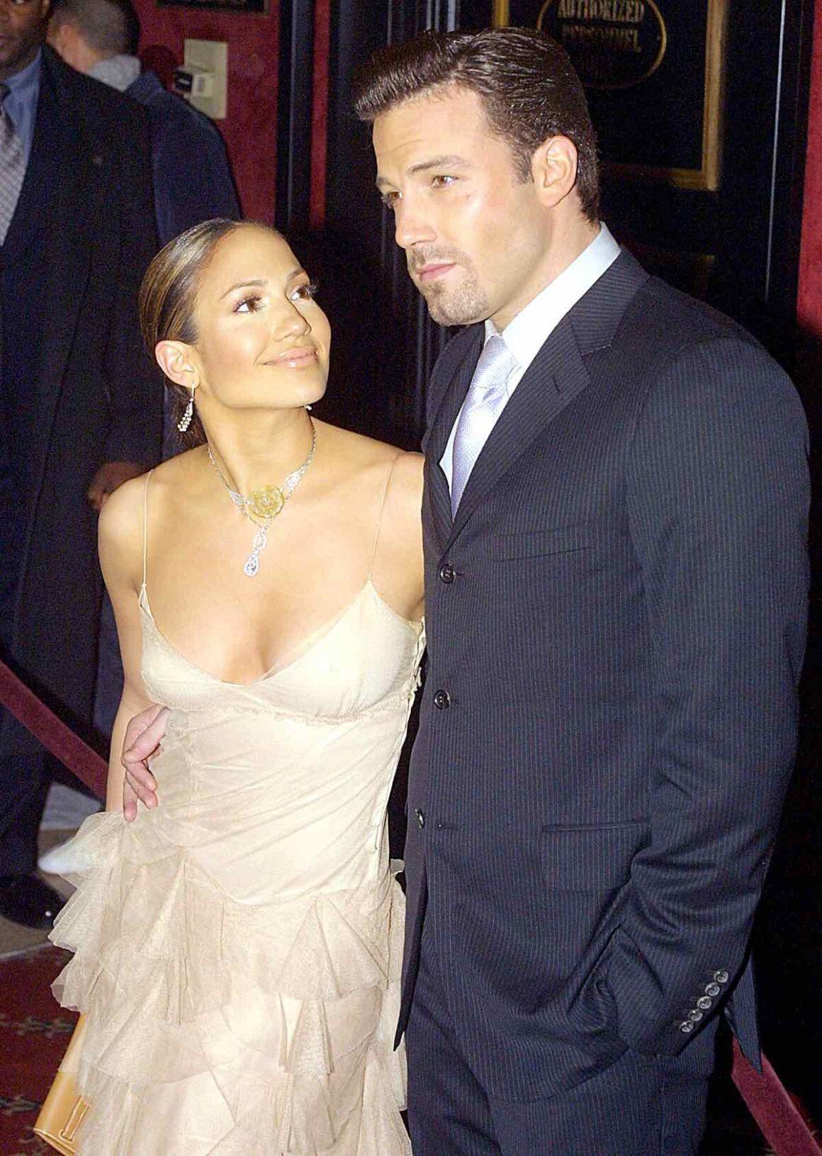 US actors Jennifer Lopez (L) and boyfriend Ben Aff