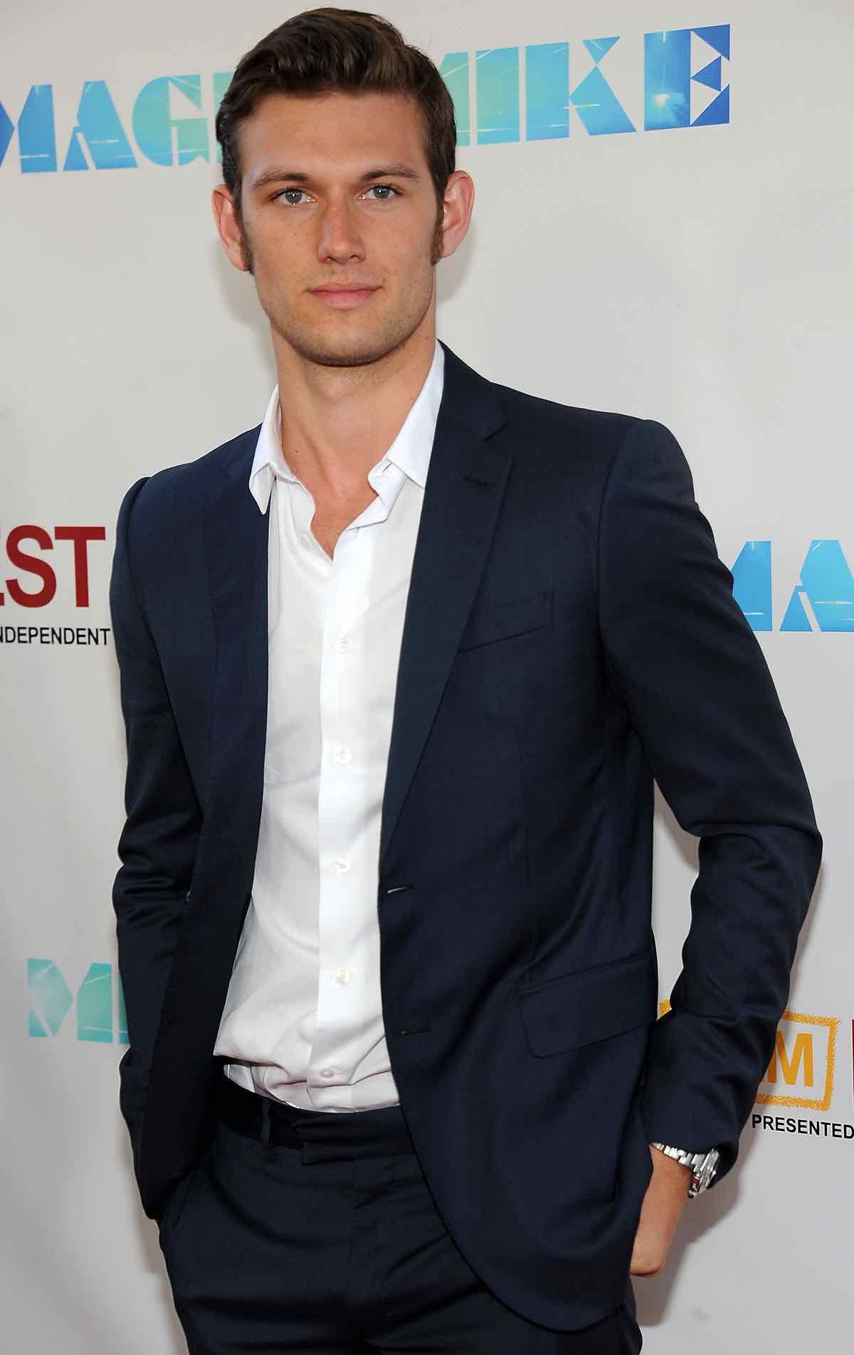 Actor Alex Pettyfer arrives at the Premi