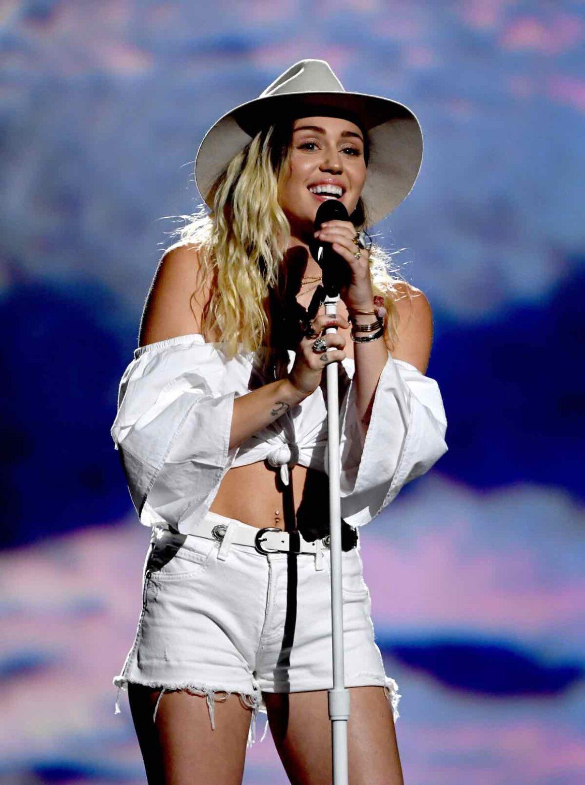 Miley Cyrus 2017 Billboard Music Awards - Show