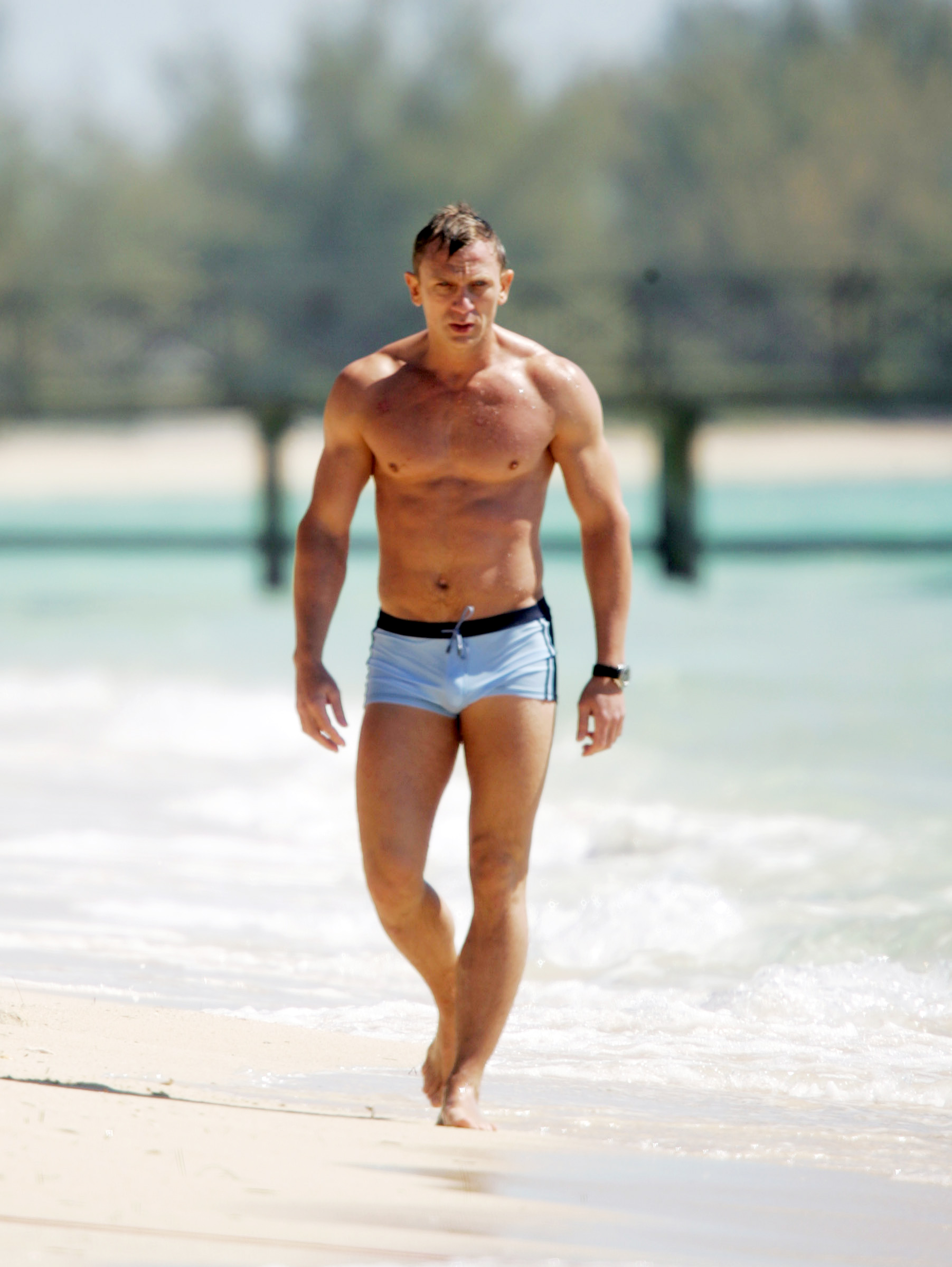 Daniel Craig films Casino Royale in the Bahamas