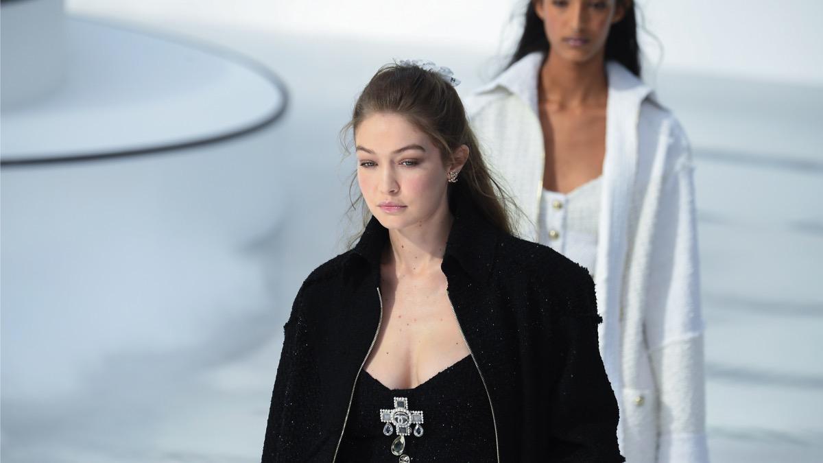 Gigi Hadid Chanel : Runway - Paris Fashion Week Womenswear Fall/Winter 2020/2021