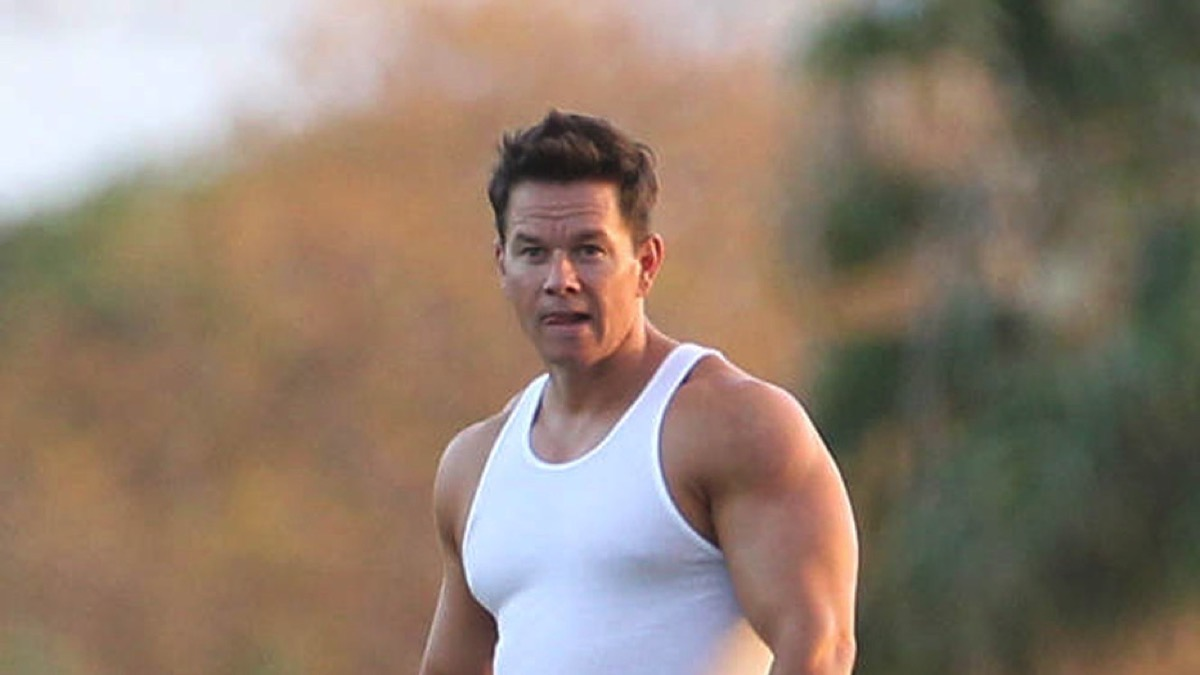 Mark Wahlberg films a scene in his underwear on the set of 'Pain and Gain' in Miami