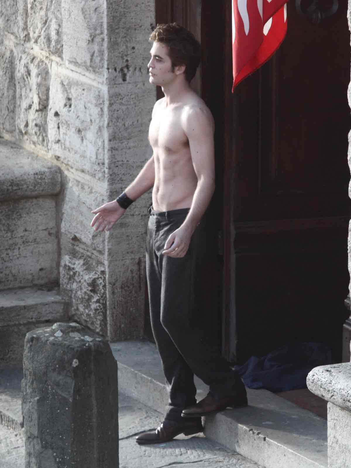 Robert Pattinson Shirtless in Italy While Shooting New Moon
