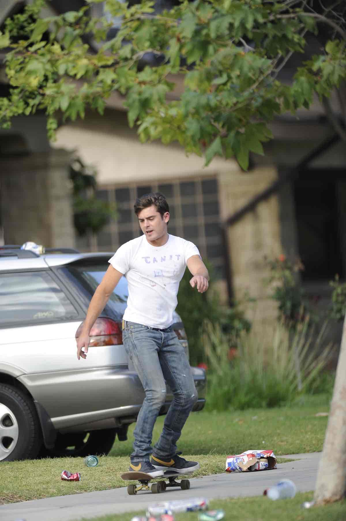 Zac Efron on Neighbors Set
