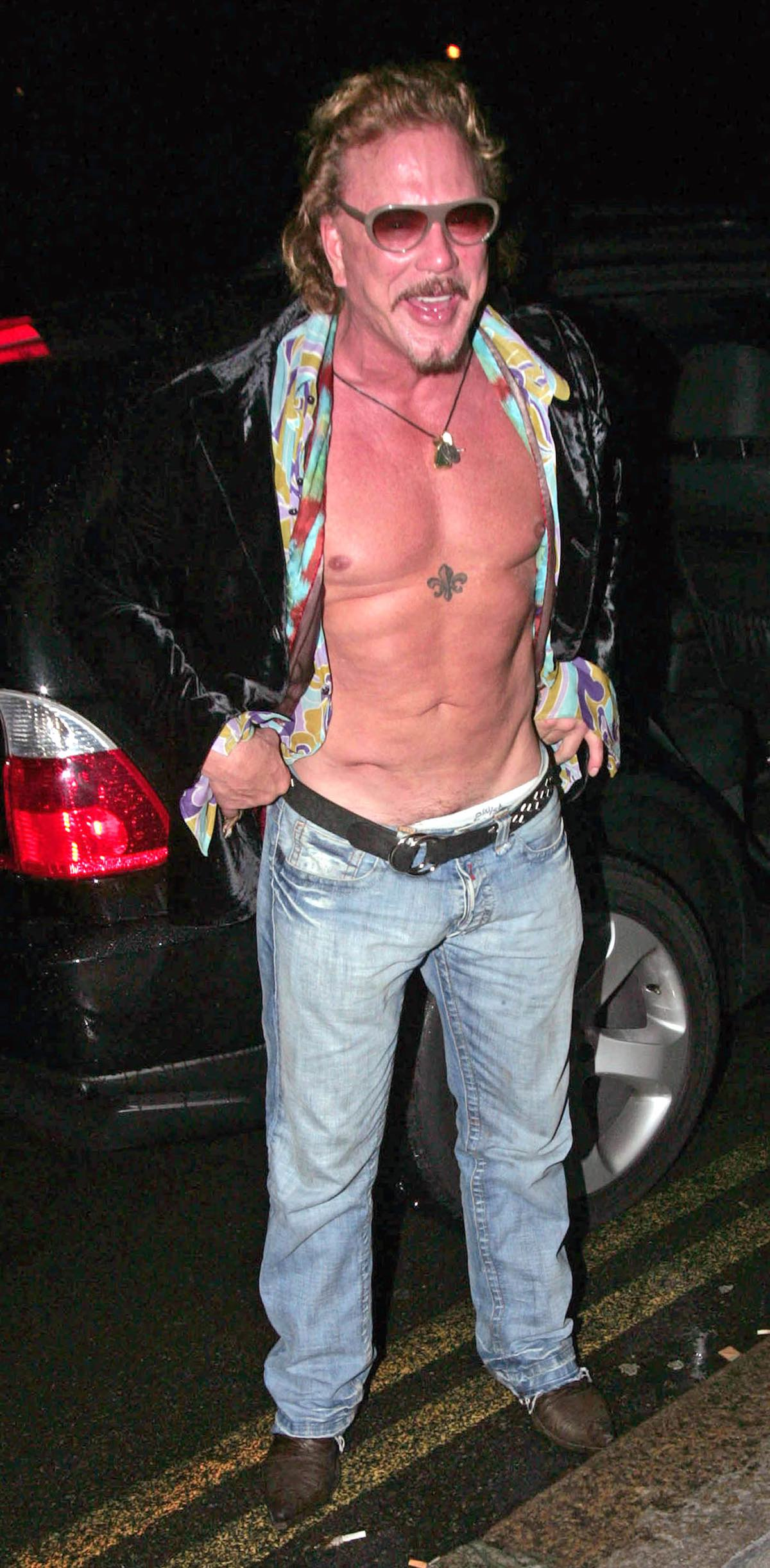 Mickey Rourke lost his shirt