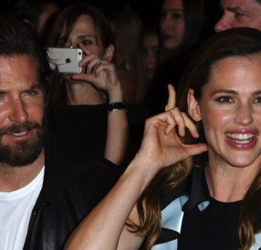 Jennifer Garner and Bradley CooperAtelier Versace : Front Row - Paris Fashion Week - Haute Couture Fall/Winter 2016-2017