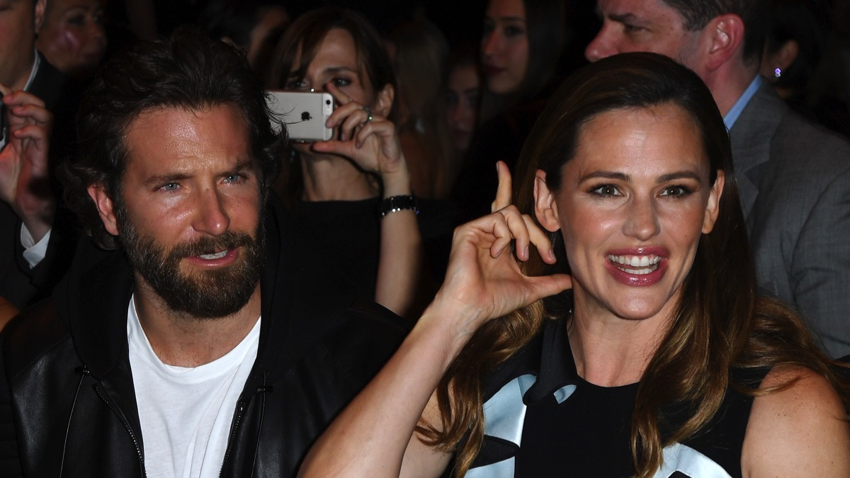 Jennifer Garner and Bradley CooperAtelier Versace : Front Row - Paris Fashion Week - Haute Couture Fall/Winter 2016-2017