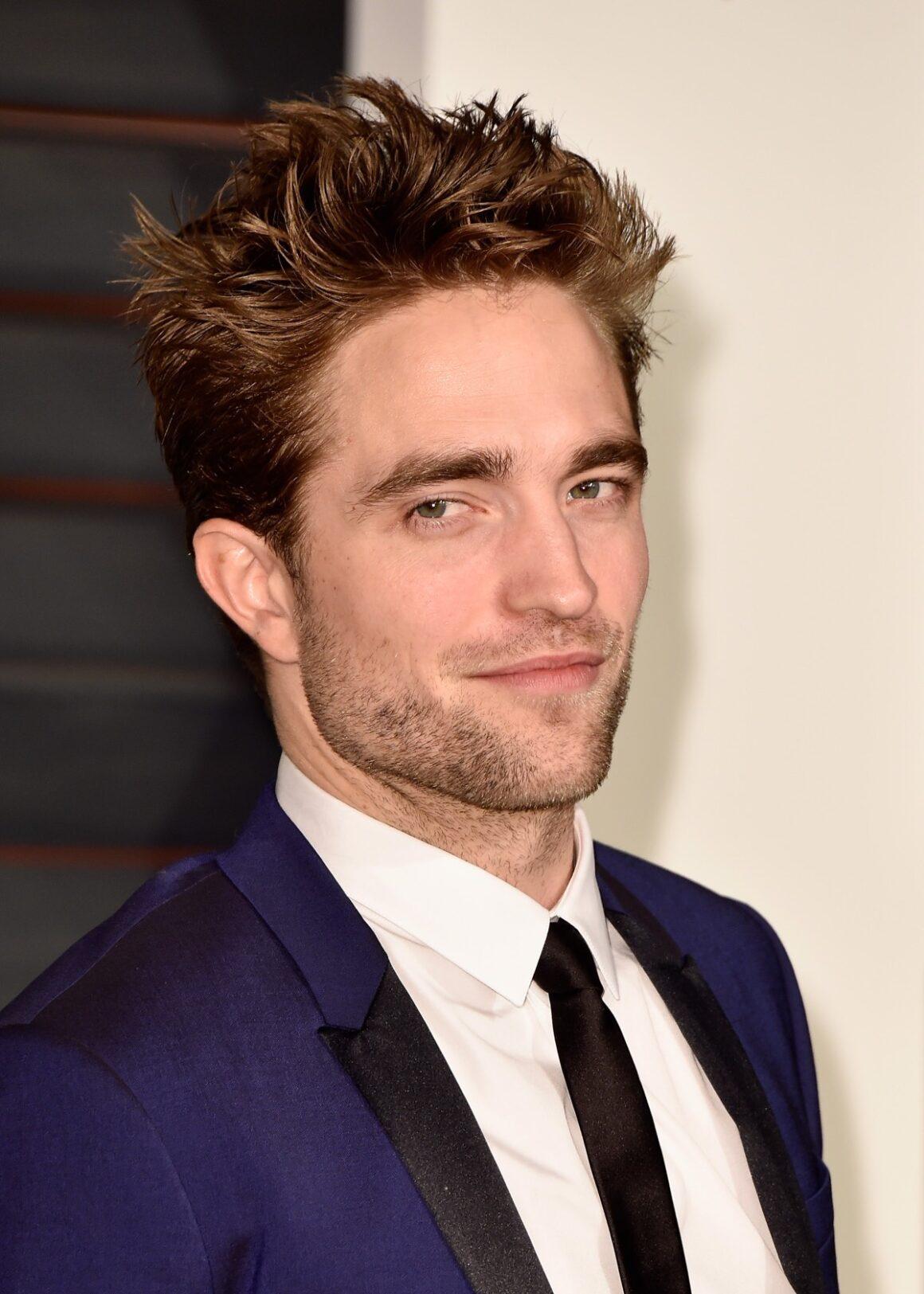 Robert Pattinson 2015 Vanity Fair Oscar Party Hosted By Graydon Carter - Arrivals