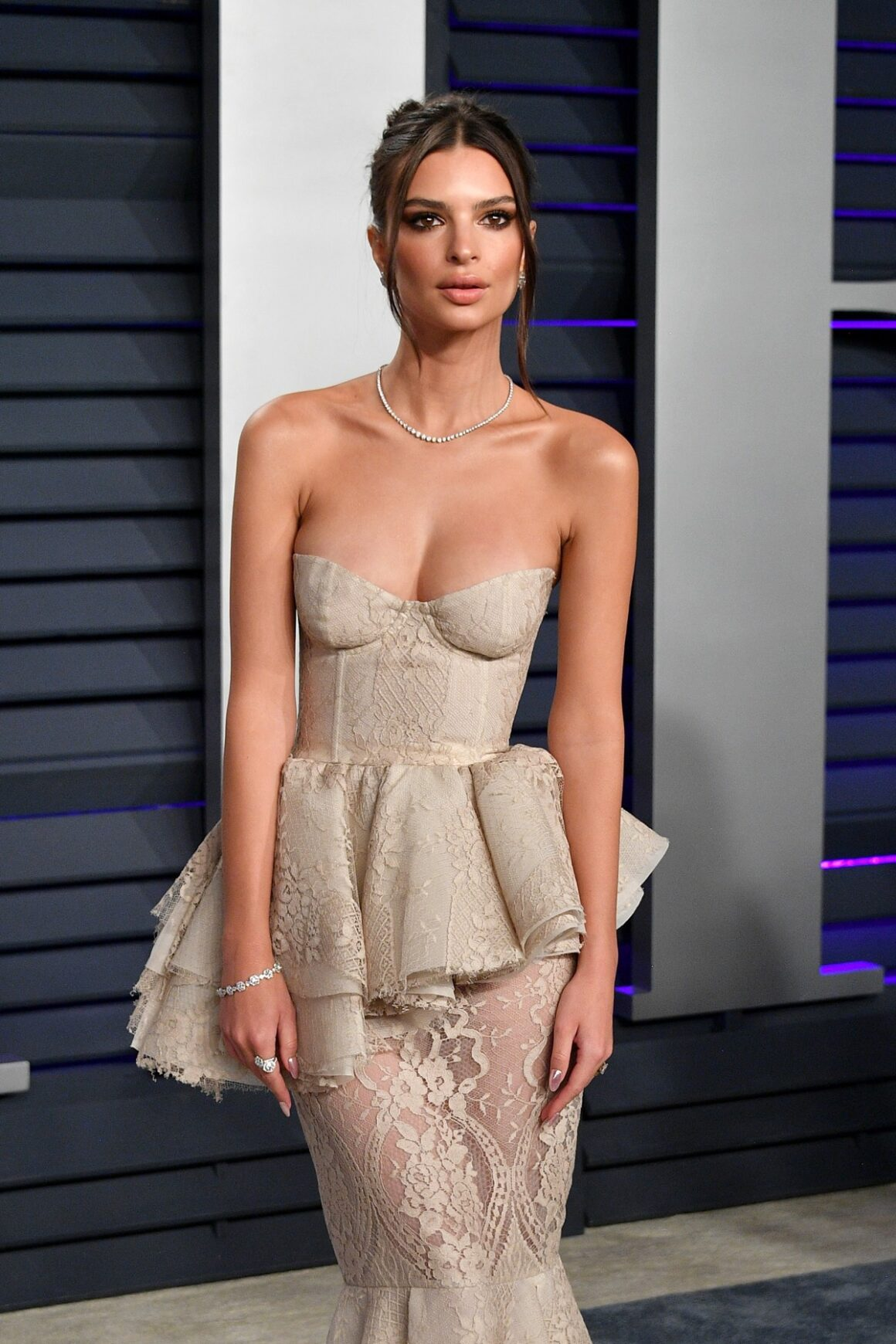 Emily Ratajkowski 2019 Vanity Fair Oscar Party Hosted By Radhika Jones - Arrivals
