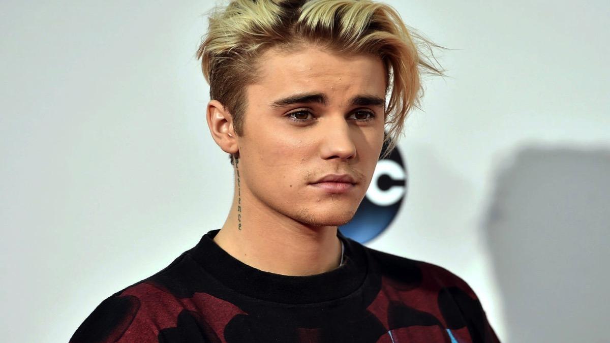 Justin Bieber gets neck tattoo