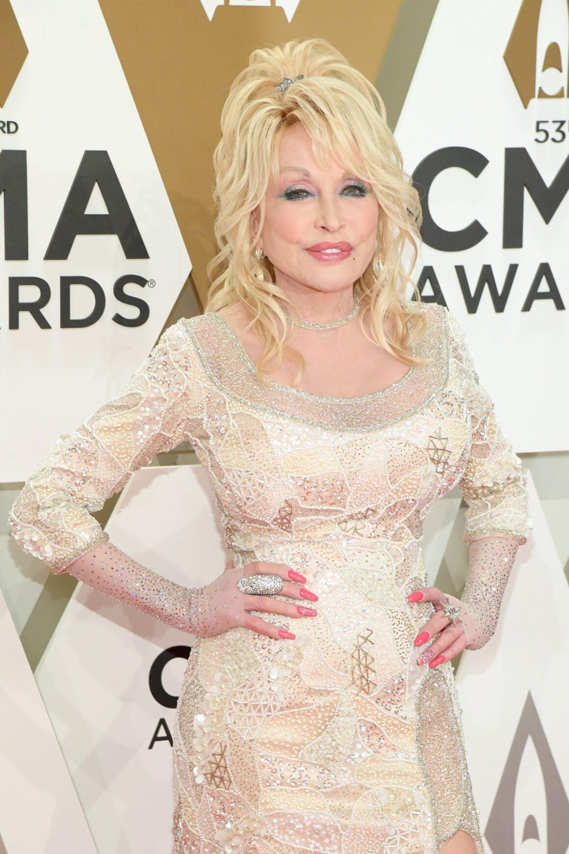 Dolly Parton The 53rd Annual CMA Awards - Arrivals