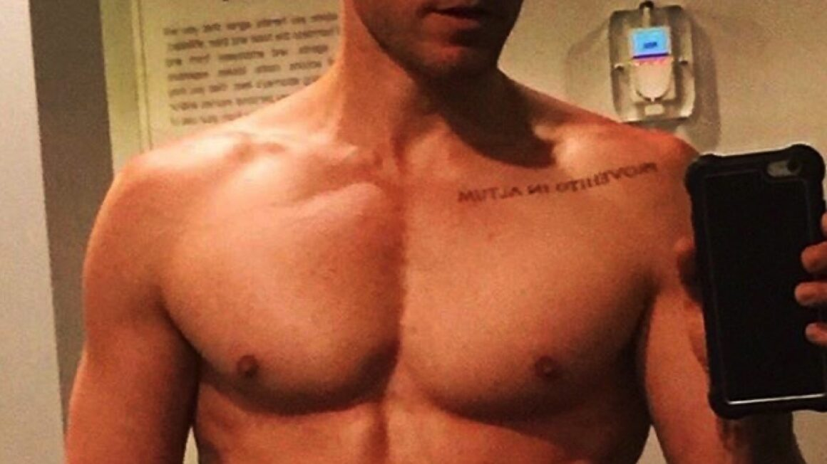 Jared Leto shirtless vote