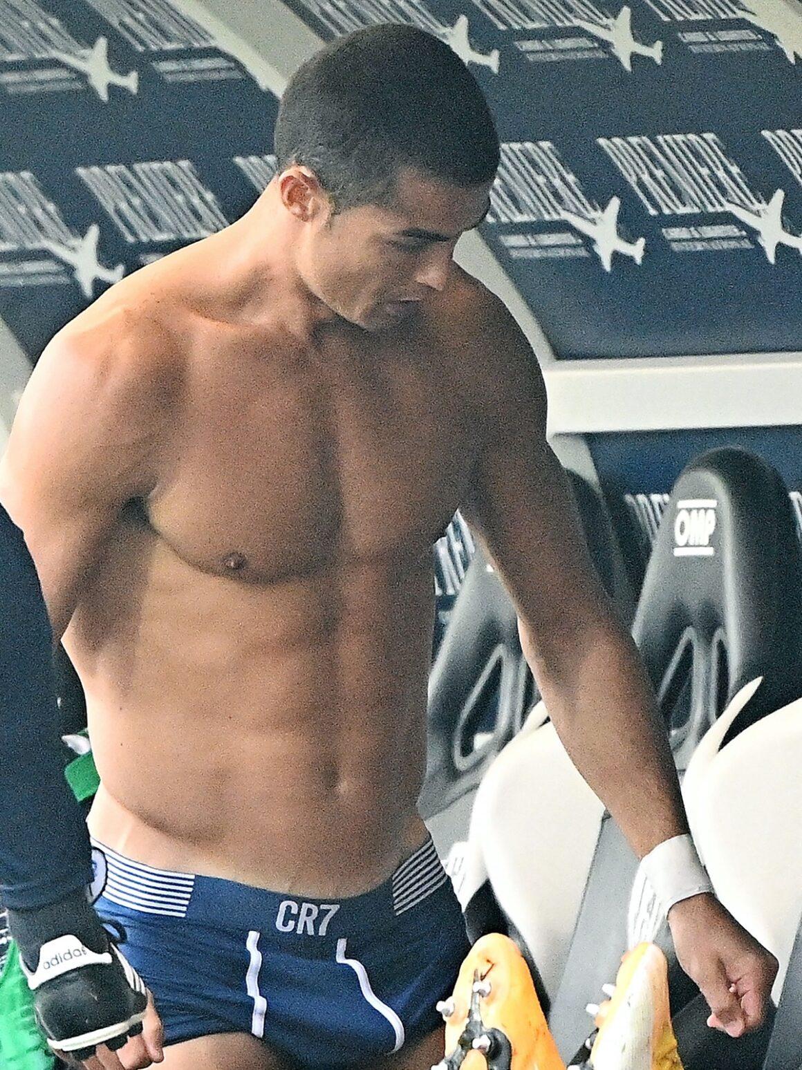 Cristiano Ronaldo shows off abs