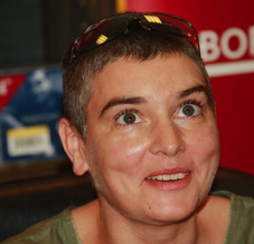 """Sinead O'Connor Appears At Borders To Promote Her New 2-CD """"Theology"""""""