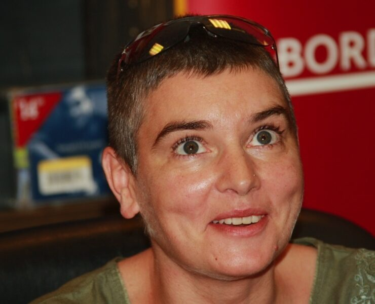 "Sinead O'Connor Appears At Borders To Promote Her New 2-CD ""Theology"""