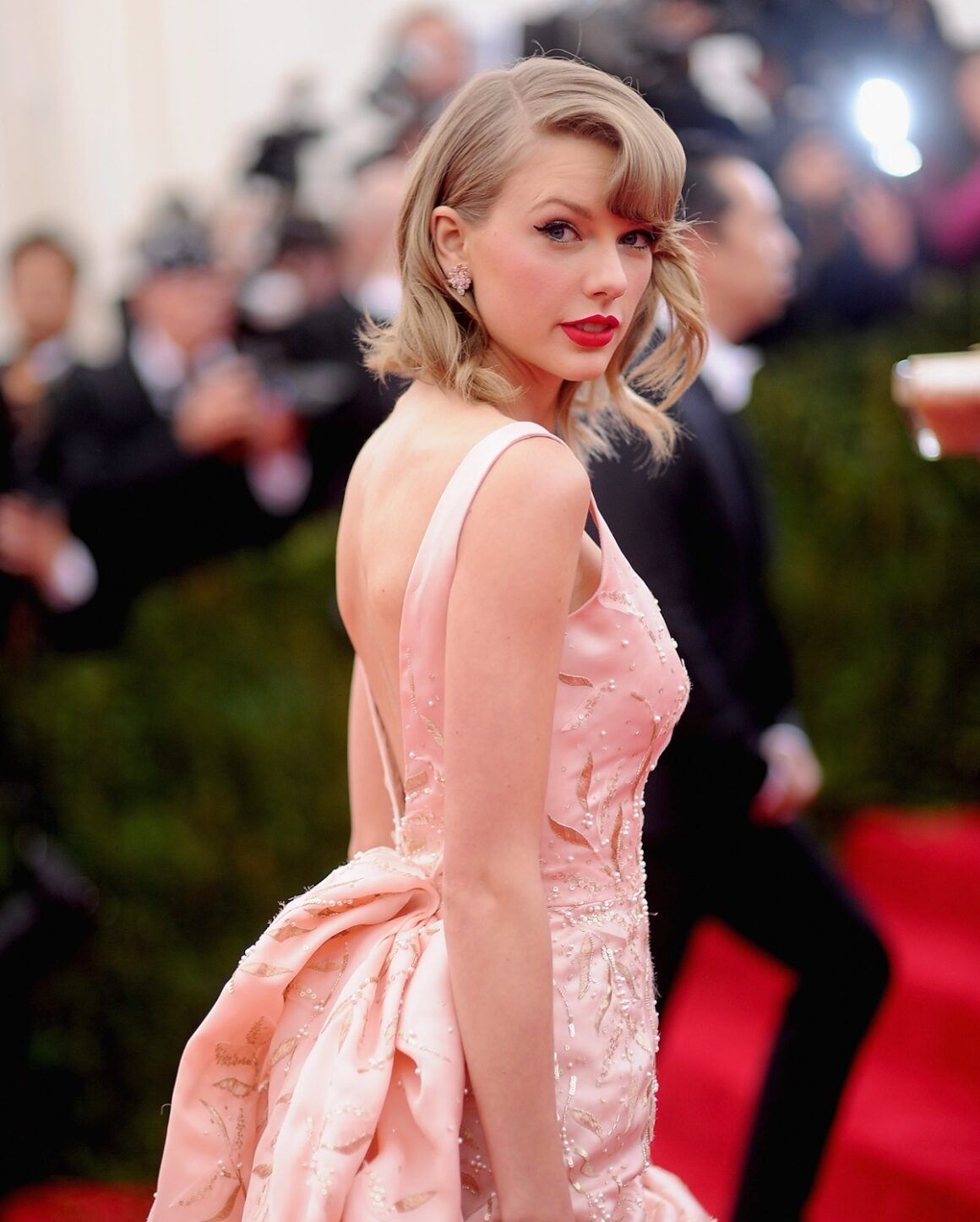 "Taylor Swift ""Charles James: Beyond Fashion"" Costume Institute Gala - Arrivals"