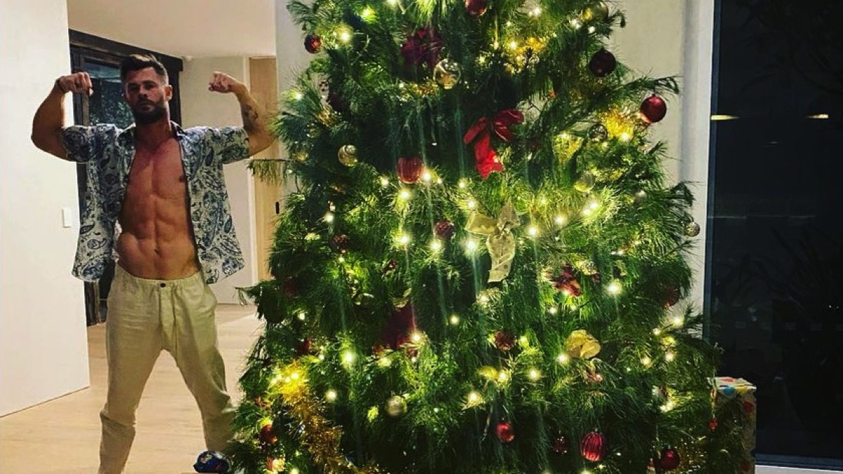 a Christmas thirst trap courtesy of Chris Hemsworth