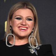 Kelly Clarkson 2018 CMT Music Awards - Arrivals
