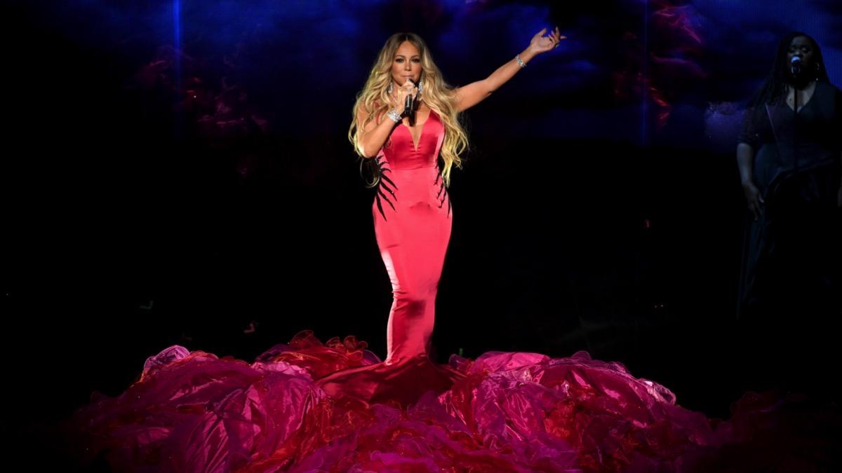 Mariah Carey debuts Oh Santa remix with Ariana Grande and Jennifer Hudson