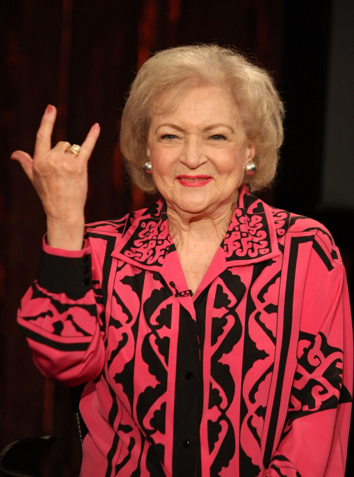 """Betty White Visits Fuse's """"No. 1 Countdown"""""""