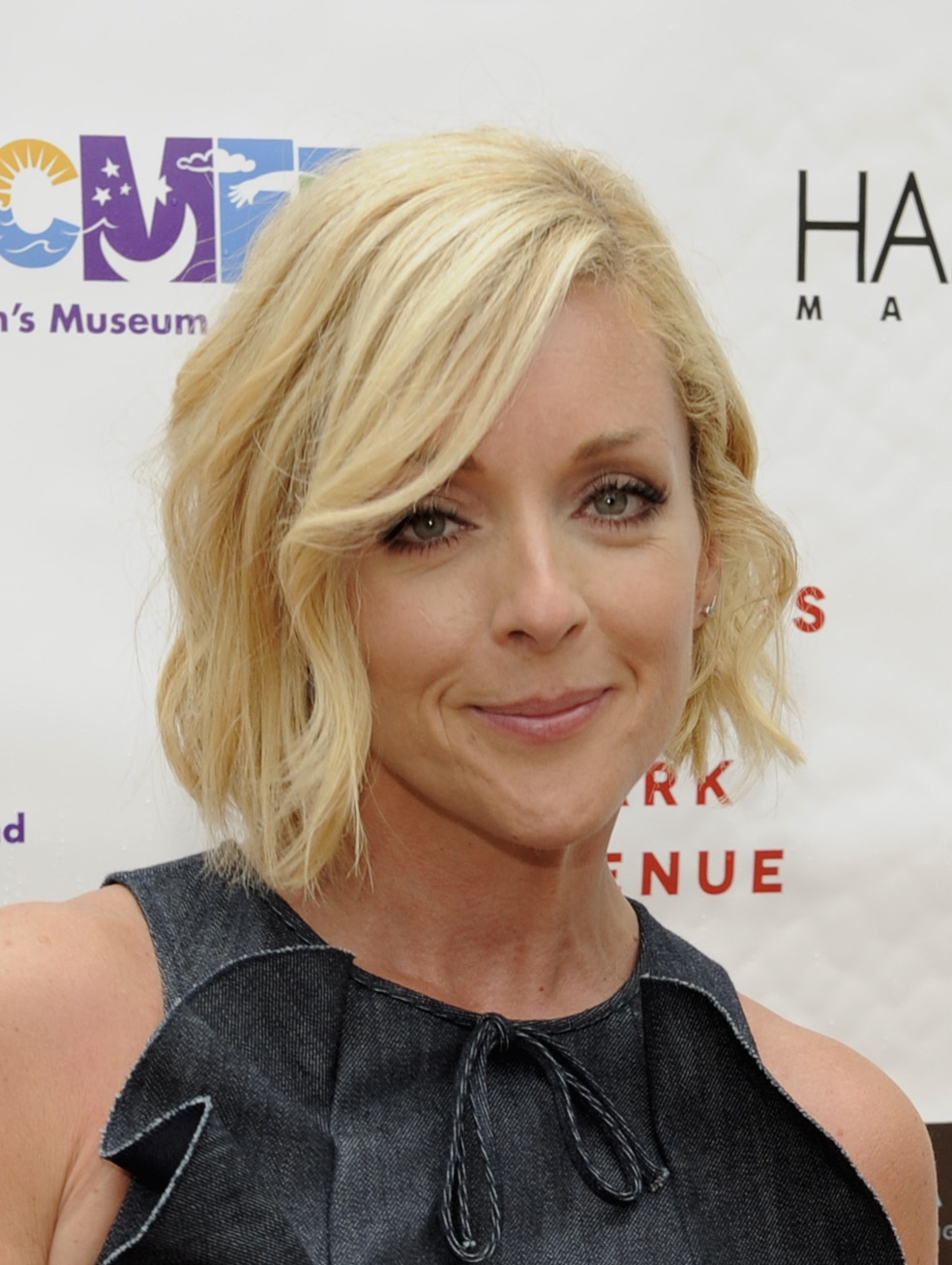 Jane Krakowski releases hilarious statement regarding MyPillow guy Mike Lindell dating rumors 1