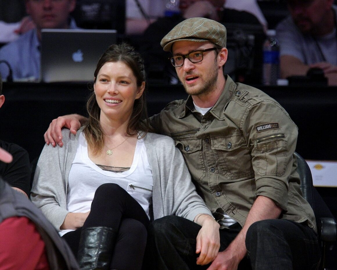 Justin Timberlake and Jessica Biel Celebrities At The Lakers Game
