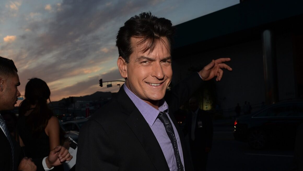"Charlie Sheen Premiere Of Dimension Films' ""Scary Movie 5"" - Red Carpet"