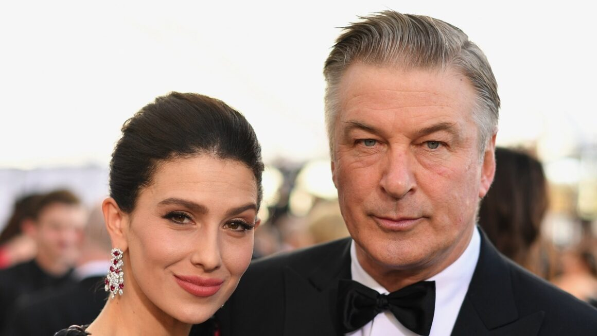 Alec Baldwin and Hilaria Baldwin 25th Annual Screen Actors Guild Awards - Red Carpet